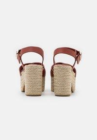 Claudie Pierlot - AMELIE - Sandály na platformě - cerise - 3