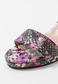 Tamaris - Sandalias con plataforma - multicolor - 2