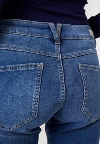 s.Oliver - SHAPE - Slim fit jeans - blue/stone wash - 5