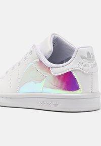 adidas Originals - STAN SMITH UNISEX - Sneakers laag - white - 6