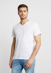 TOM TAILOR - 2 PACK - T-shirt - bas - white - 1