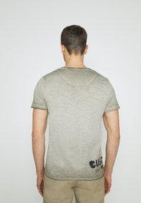 Key Largo - MOTOR CITY ROUND - Print T-shirt - green - 2