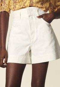 sandro - Shorts - blanc - 4