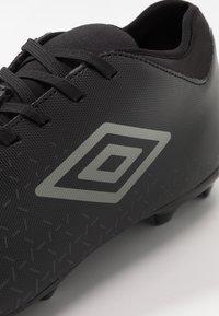 Umbro - VELOCITA CLUB FG - Scarpe da calcetto con tacchetti - black/carbon - 5