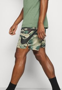 Nike Performance - DRY SHORT CAMO - Sports shorts - sequoia/black - 3