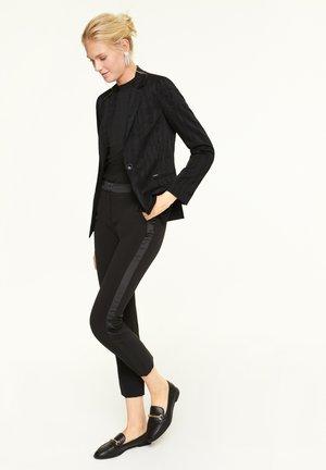 MIT STRUKTURIERUNG - Blazer - black moire jacquard