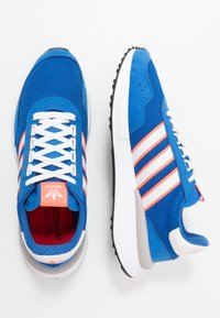 adidas Originals - RETROSET - Zapatillas - blue/footwear white/solar red - 1