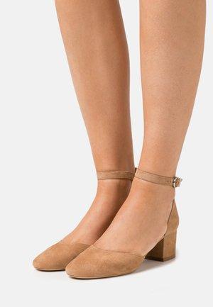 VIRGILIE - Classic heels - camel