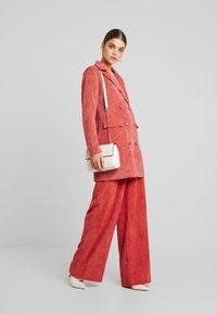 Missguided - PURPOSEFUL BUTTONED BLAZER DRESS - Košilové šaty - coral - 1