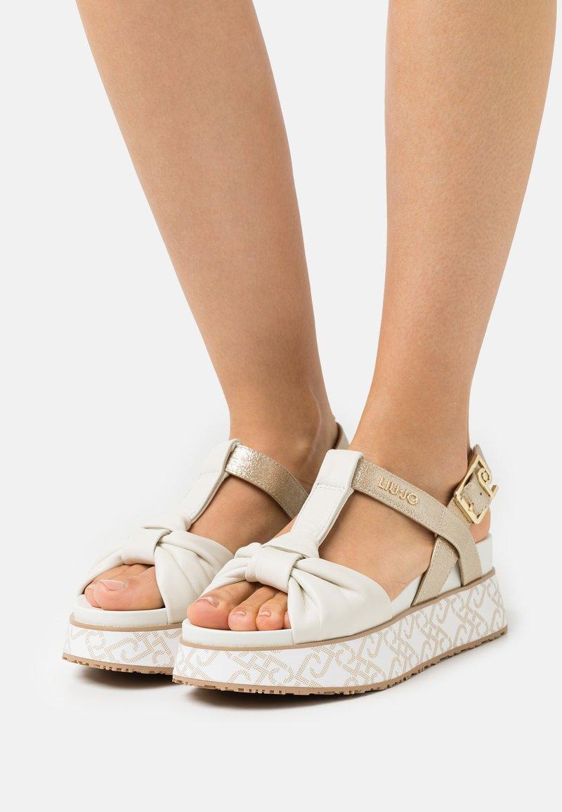 LIU JO - Korkeakorkoiset sandaalit - white/light gold