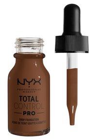 Nyx Professional Makeup - TOTAL CONTROL PRO DROP FOUNDATION - Foundation - deep rich - 1