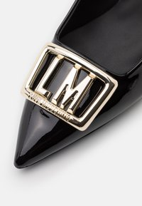 Love Moschino - GROUP - Classic heels - black - 6