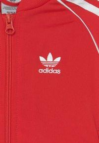 adidas Originals - TRACKSUIT SET UNISEX - Trainingspak - red/white - 3