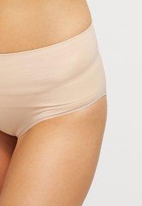 Spanx - EVERYDAY BRIEF - Stahovací prádlo - soft nude - 3