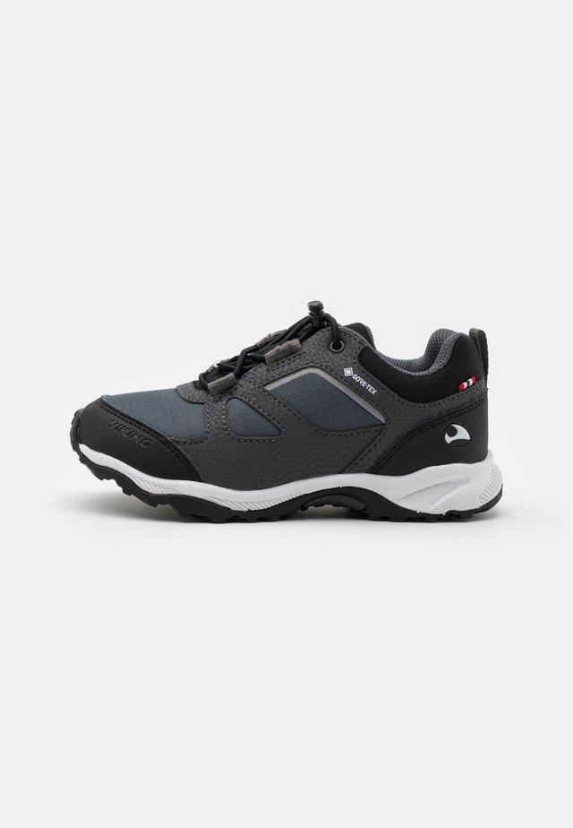 NATOR GTX UNISEX - Sneaker low - black