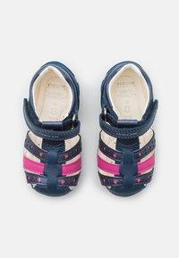 Geox - EACH GIRL - Sandals - avio/fuchsia - 3