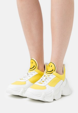 CAPSULE SMILE DONNA  - Zapatillas - yellow