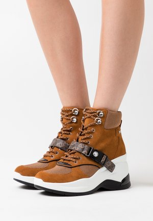 KARLIE REVOLUTION - Ankle boots - tobacco brown