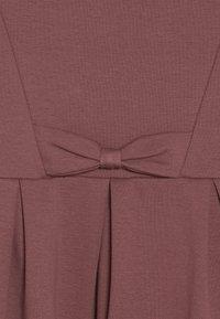 Fred's World by GREEN COTTON - STAR BOW DRESS - Žerzejové šaty - dark rose - 2