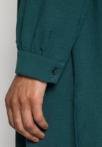 Anna Field - BELTED BLOUSE DRESS - Sukienka koszulowa - dark green - 4