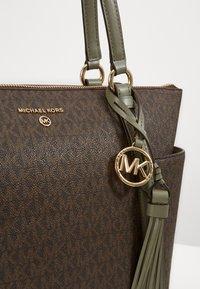 MICHAEL Michael Kors - SULLIVAN TOTE - Handbag - army green - 4
