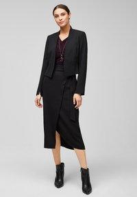 s.Oliver BLACK LABEL - MIT CACHE-COEUR-AUSSCHNITT - Long sleeved top - dark plum - 1