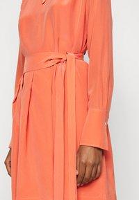 Victoria Victoria Beckham - PLEATED DRESS - Vestito elegante - lychee pink - 6
