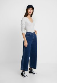 Miss Selfridge - KNOT BACK - Stickad tröja - grey exclusive - 1