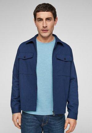 MIT BRUSTTASCHEN - Light jacket - blue