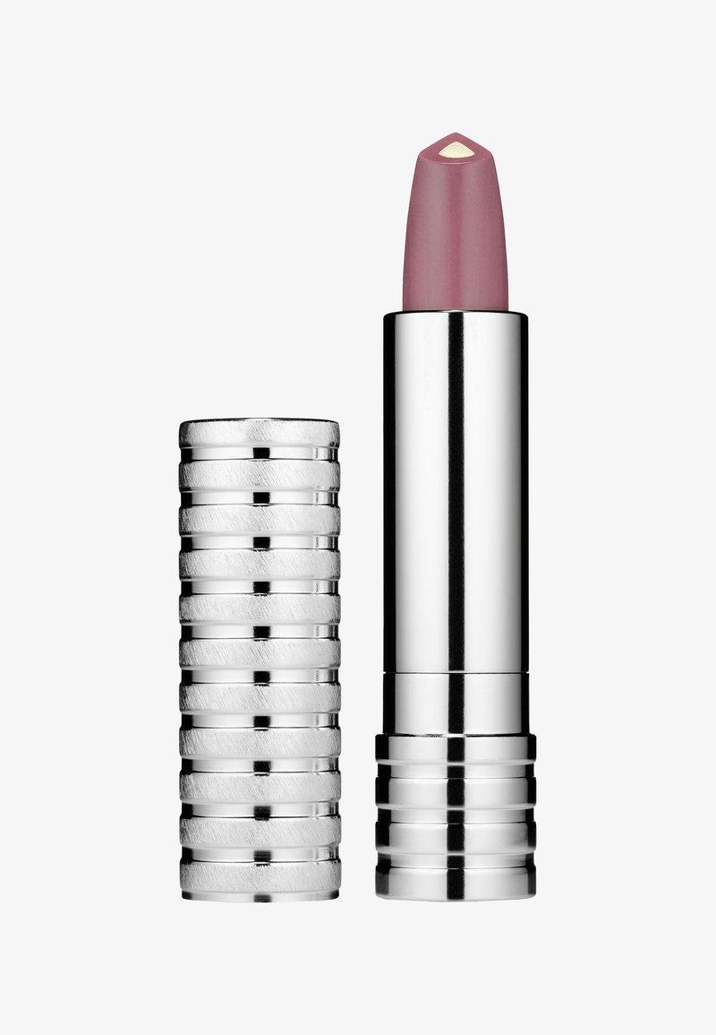 Clinique - DRAMATICALLY DIFFERENT LIPSTICK 3G - Lipstick - b7727c wine & dine
