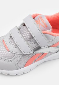 Reebok - XT SPRINTER UNISEX - Neutral running shoes - cold grey/twisted coral/silver metallic - 5