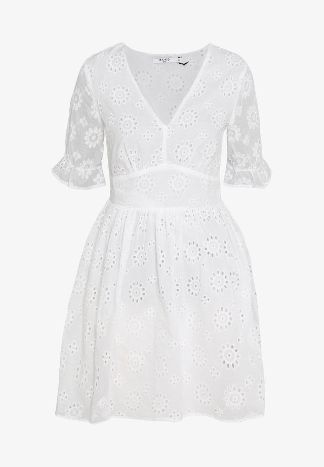 BIG FLOWER ANGLAISE  - Vestito estivo - white