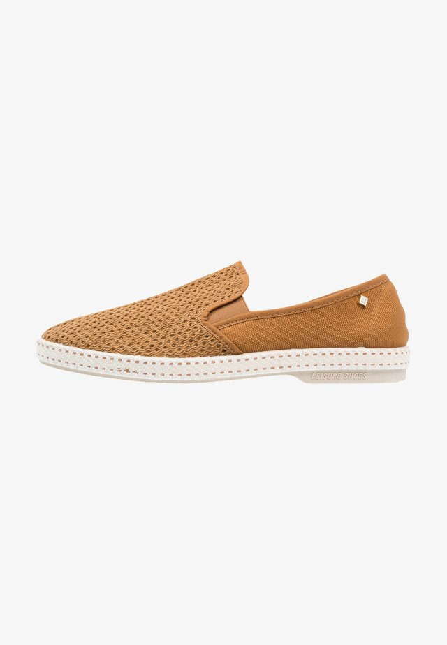CLASSIC - Loaferit/pistokkaat - miel