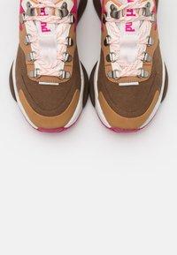 Timberland - EMERALD BAY  - Sneakersy niskie - rust - 5