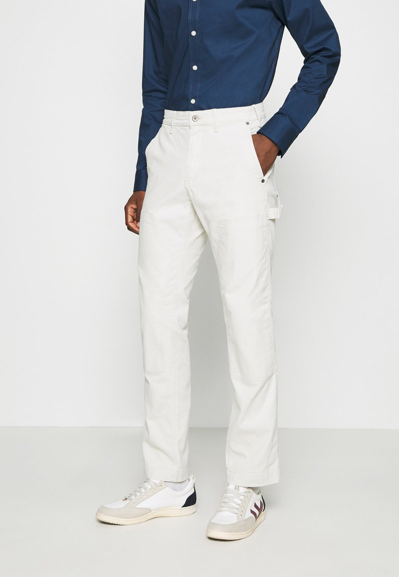 GAP - WORKERS PANT - Trousers - off-white