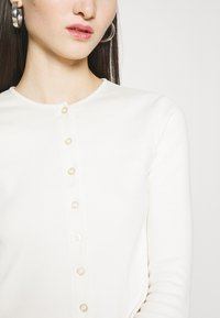 BDG Urban Outfitters - BUTTON DOWN CARDIGAN - Cardigan - ivory - 4