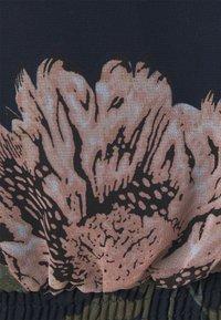 Vero Moda - VMKATNISS SMOCK - Print T-shirt - navy blazer/katniss - 2