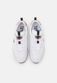 Tommy Jeans - TECHNICAL DETAIL RUNNER - Sneakersy niskie - white - 5