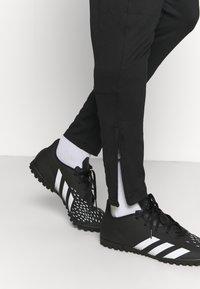 Under Armour - CHALLENGER TRAINING PANT - Joggebukse - black/white - 4