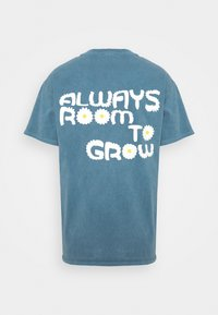 BDG Urban Outfitters - ROOM TO GROW TEE UNISEX - Print T-shirt - blue - 1