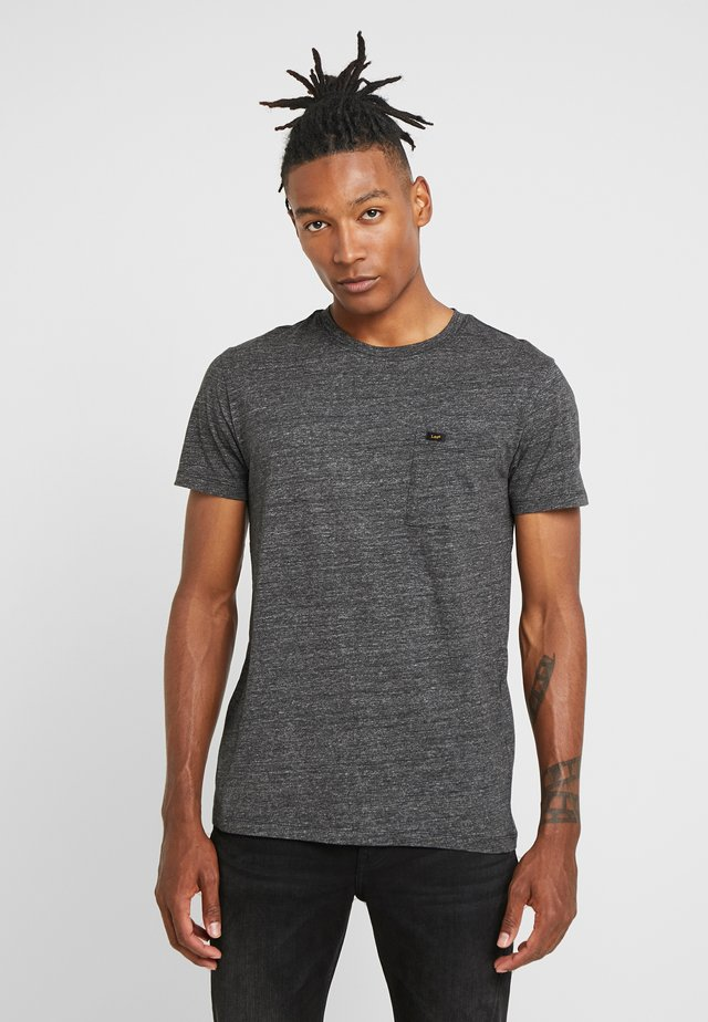 ULTIMATE POCKET TEE - Camiseta estampada - dark grey mele