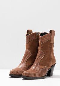 Alberto Zago - Cowboy/biker ankle boot - tan - 4