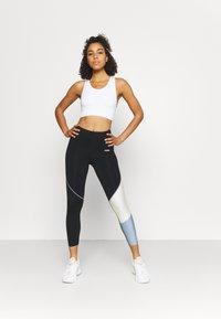 Sweaty Betty - STAMINA WORKOUT BRA - Light support sports bra - white - 1