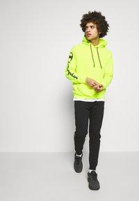 Champion - HOODED - Bluza z kapturem - neon yellow - 1