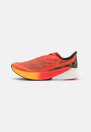 FC RACER ELITE - Neutral running shoes - orange