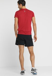 Under Armour - LAUNCH SHORT - Sports shorts - black - 2