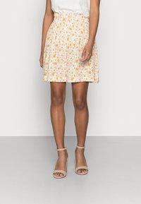 Selected Femme Petite - SLFMILLY SHORT SKIRT - Mini skirt - sandshell - 0