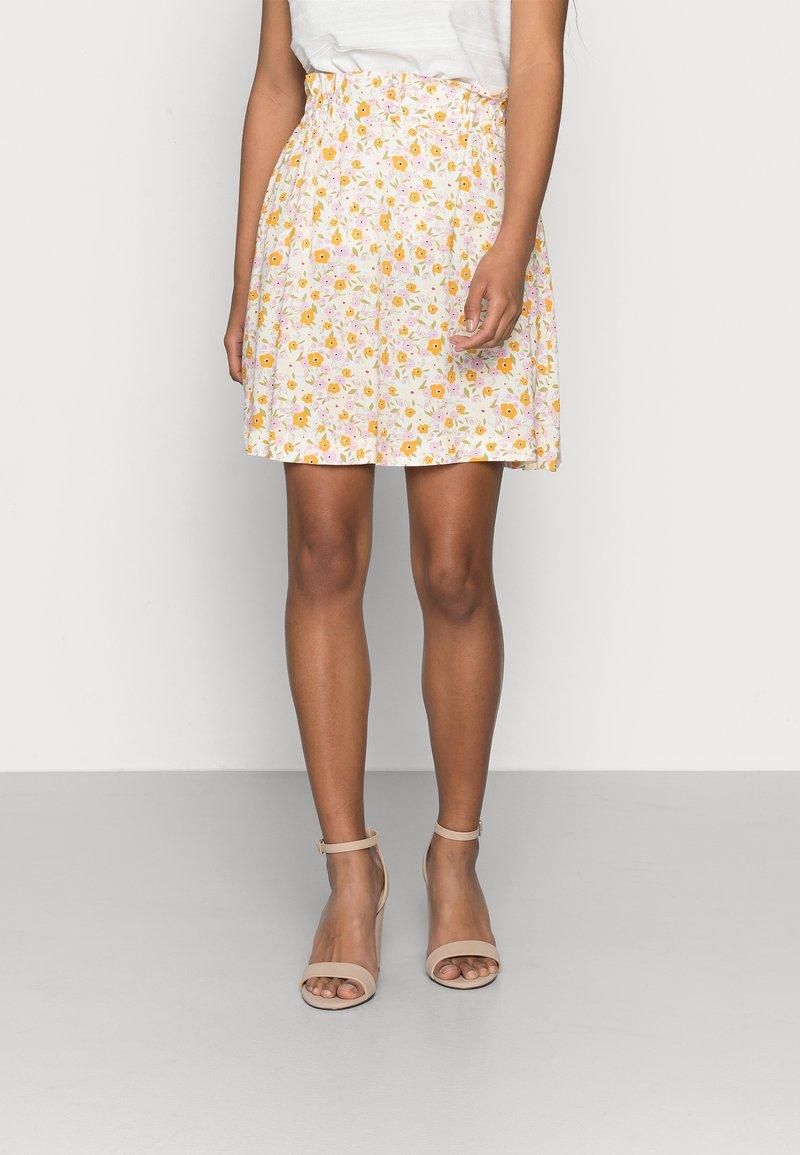 Selected Femme Petite - SLFMILLY SHORT SKIRT - Mini skirt - sandshell