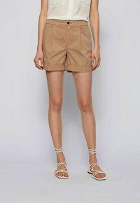BOSS - TAGGIE - Shorts - beige - 0