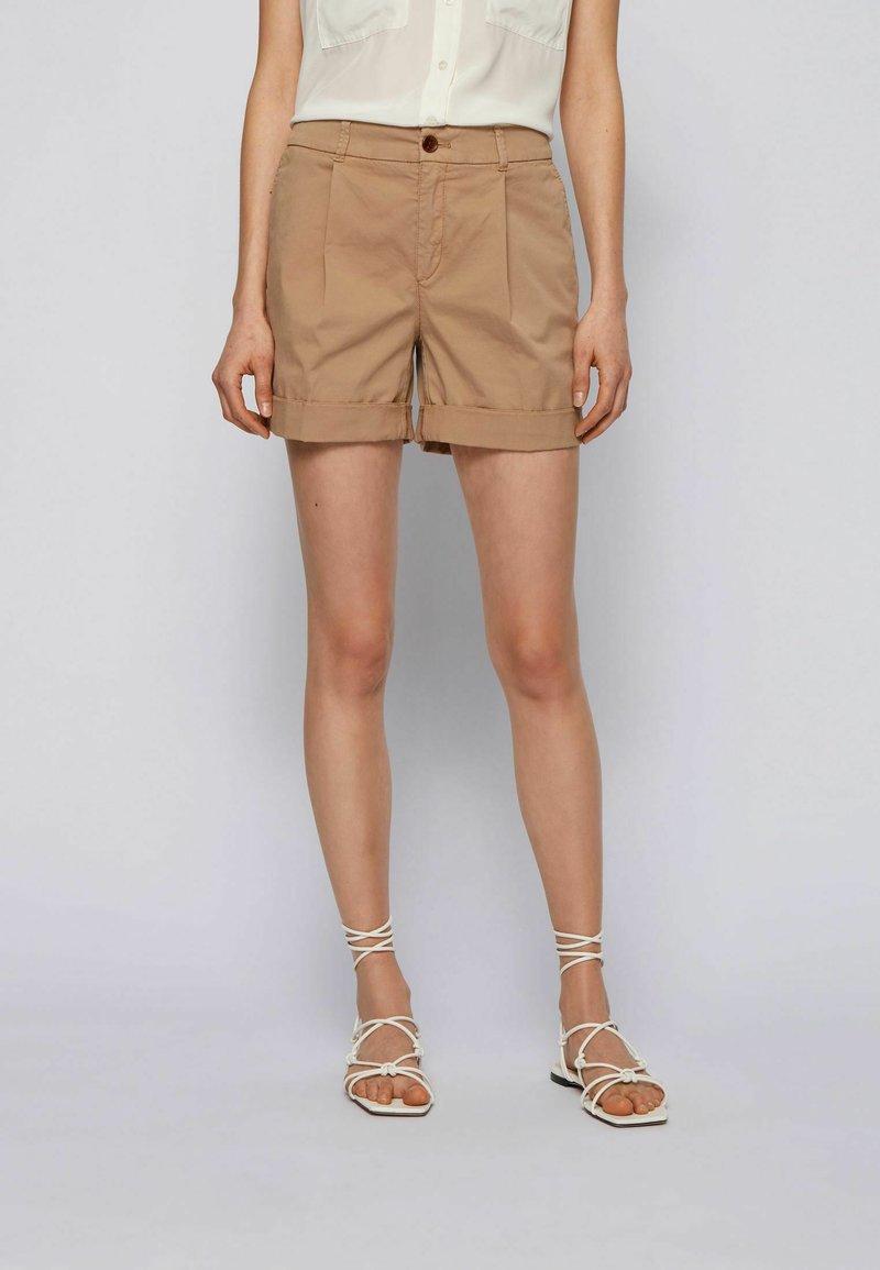 BOSS - TAGGIE - Shorts - beige